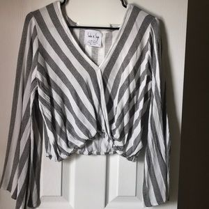 Cropped stripped v-neck with bell sleeves